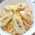 Млинцевий салат з копченою ковбасою і кукурудзою