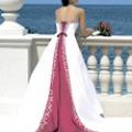 Кольорові весільні сукні: всі кольори веселки