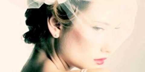 Зачіски на весілля для короткого волосся з квітами фото ідеї