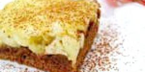 Пісочний яблучний пиріг з кремовою начинкою та какао