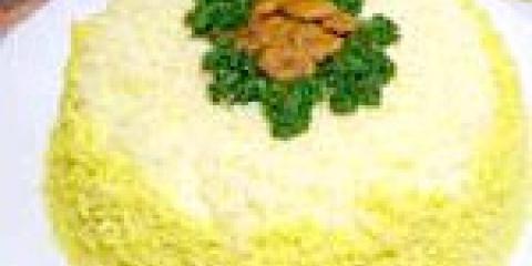 Листковий салат з грибами і ананасами