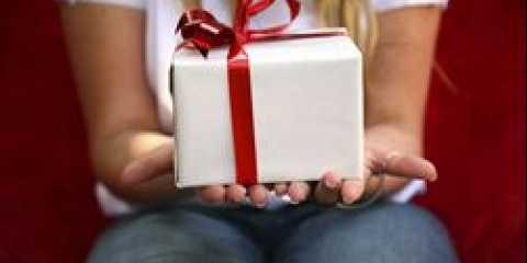 Що не можна дарувати чоловікові. на які подарунки улюблений може образитися