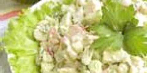 Салат з крабовими паличками, авокадо і квасолею