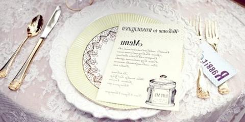 """Декор весільного столу в стилі казки """"Аліса в країні чудес"""""""